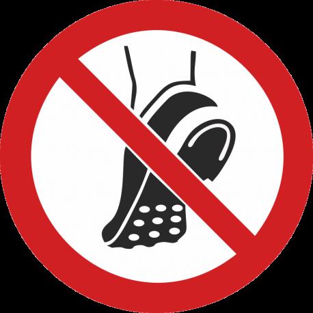 Chaussures à picots métalliques interdites