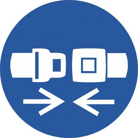 Attacher la ceinture de sécurité